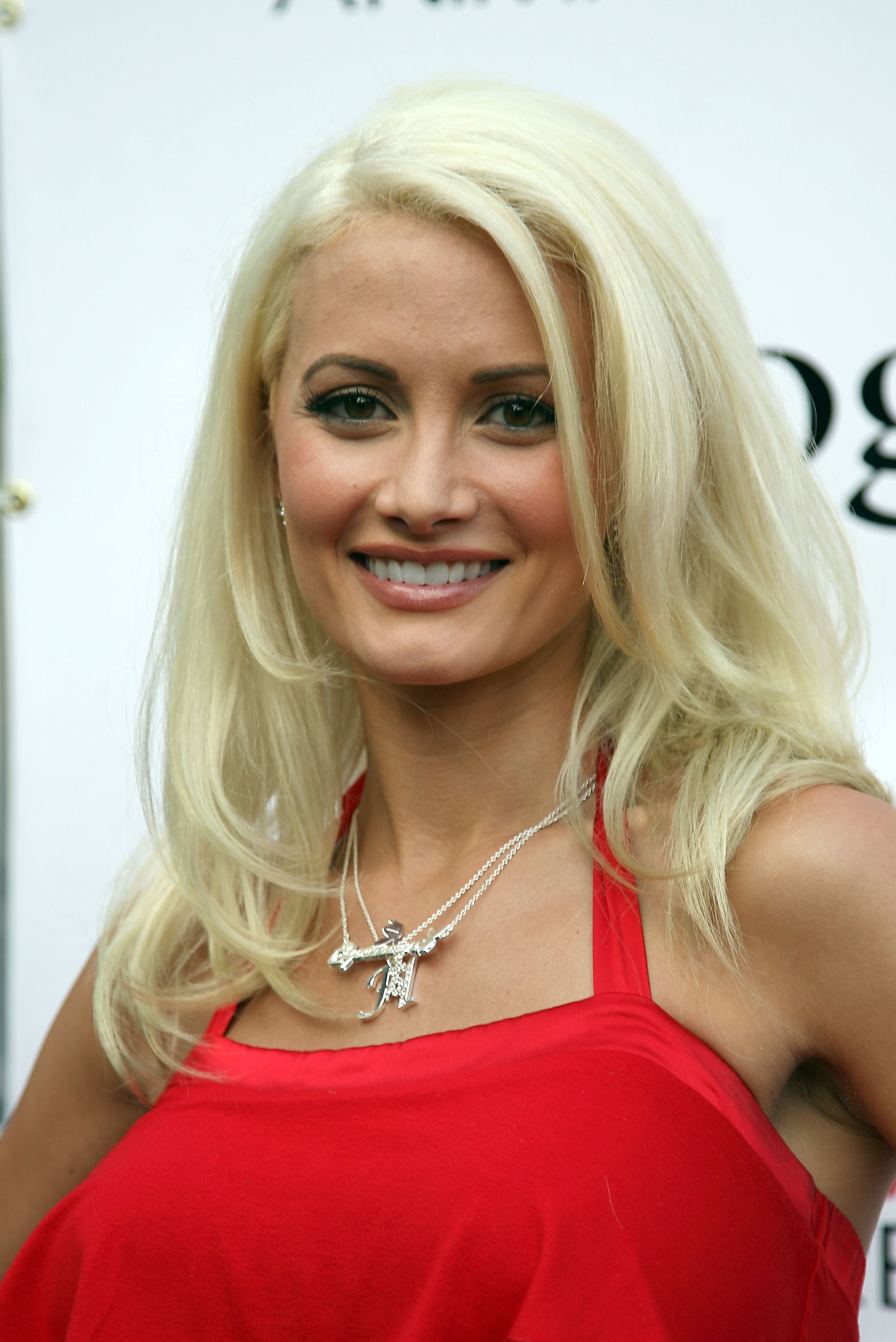 http://allcelebpics.files.wordpress.com/2008/07/holly-madison1.jpg
