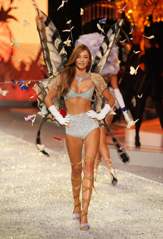 2008 November Playboy Magazine UFC's Rachelle Leah Grace Kim 007 Bond Girls