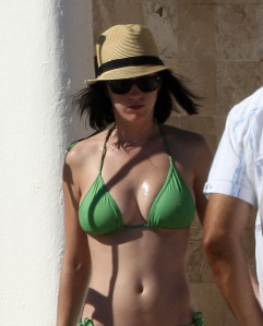 EXCLUSIVE-Katy Perry having fun in Mexico